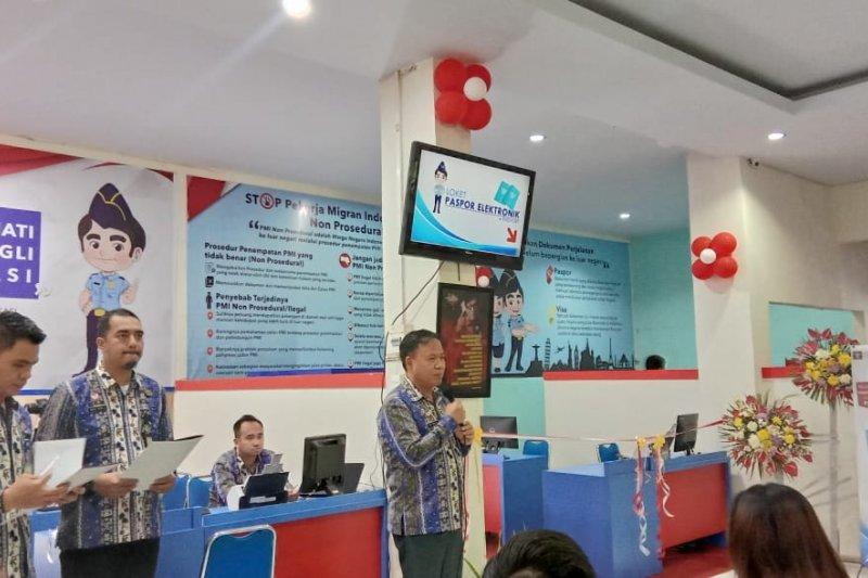 Kantor Imigrasi Manado berikan paspor gratis warga lahir 17 Agustus