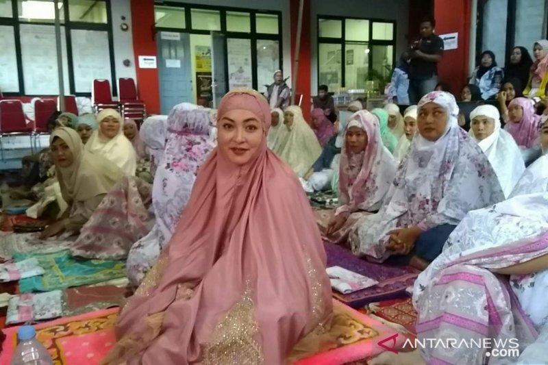 Angelina Sondakh aktif di kegiatan keagamaan di Lapas Pondok Bambu