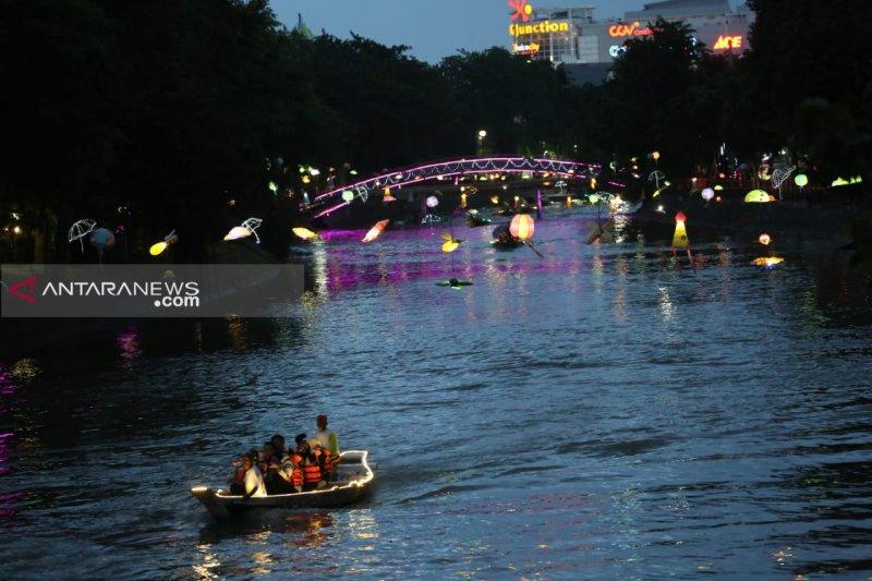Wisata Air Kalimas  menjadi primadona wisata malam di Kota Surabaya