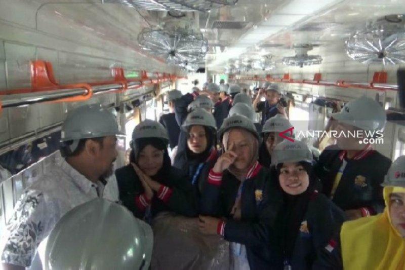 Peserta SMN  antusias lihat pembuatan kereta di PT INKA