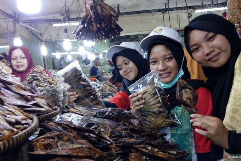 Peserta SMN Yokyakarta kagumi Pasar Bawah Pekanbaru