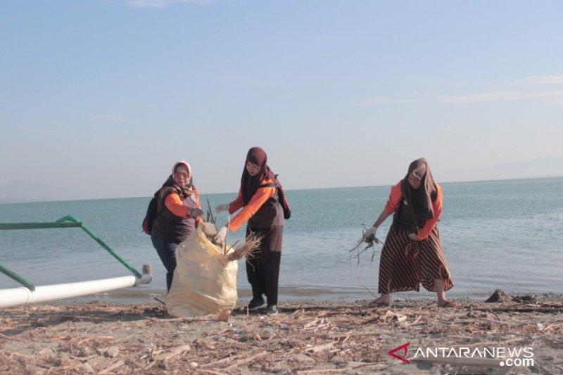Stasiun Karantina Ikan ajak masyarakat intensifkan aksi bersih pantai