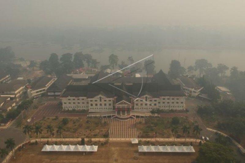 Kabut asap ganggu jarak pandang di Jambi hanya 1.200 meter
