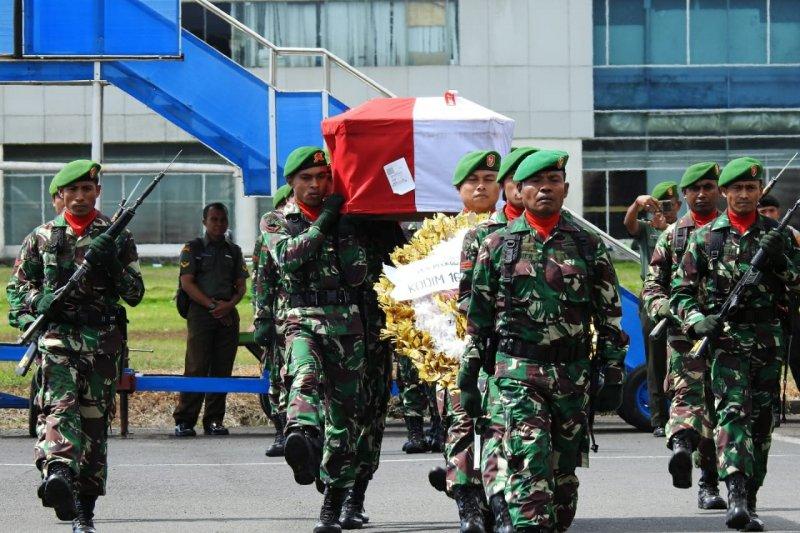 Kasrem 162/WB pimpin penerimaan jenazah Praka Anumerta Sirwandi yang gugur dalam tugas di Papua