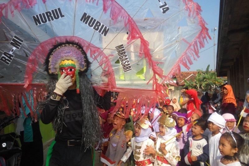 Siswa sekolah di Lampung Timur masih merayakan HUT Kemerdekaan