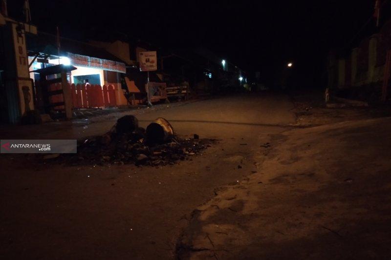Aparat TNI-Polri masih berjaga di Kota Sorong Papua Barat