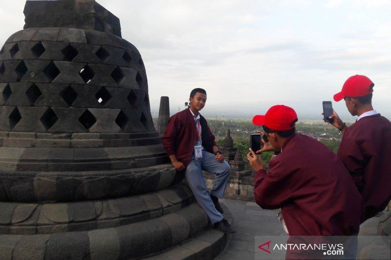 SMN 2019 - Peserta SMN Riau mengunjungi Candi Borobudur