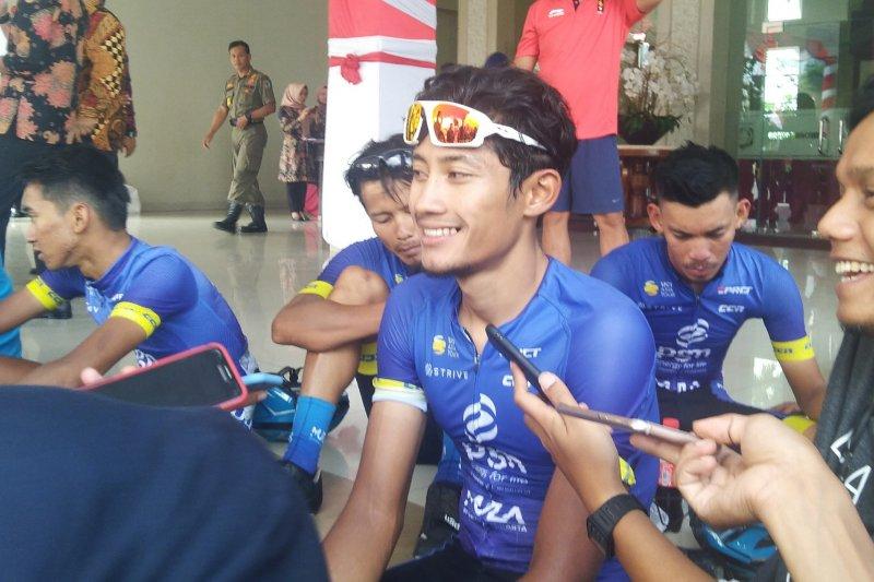 Aiman pebalap Indonesia  tercepat etape dua, meski sempat bocor ban