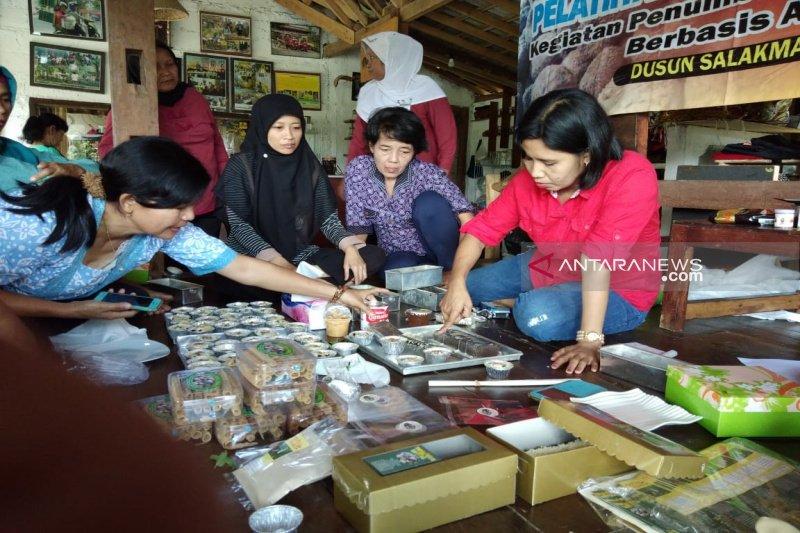 Kulon Progo mendorong pelaku IKM menjual produk secara daring
