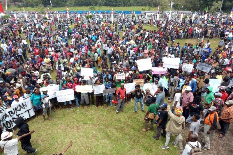 Unjuk rasa damai di Timika berakhir ricuh