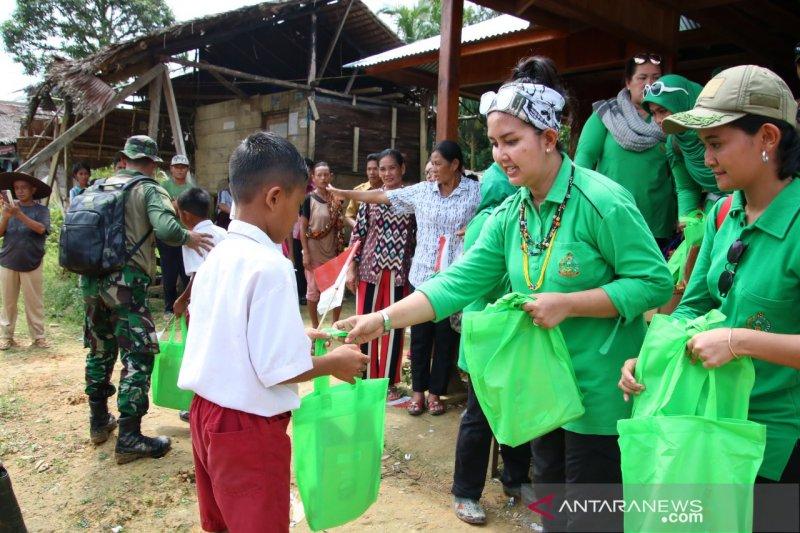 Persit Bakti Sosial ke Mentawai, kondisi masyarakat masih memprihatinkan