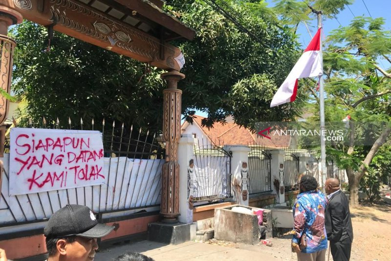 Ditolak masuk, Fadli Zon gagal temui penghuni asrama mahasiswa Papua di Surabaya