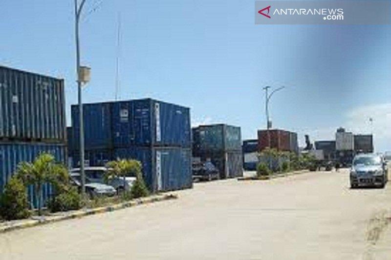 Turun, aktifitas bongkar muat kontainer di Pelabuhan Murhum