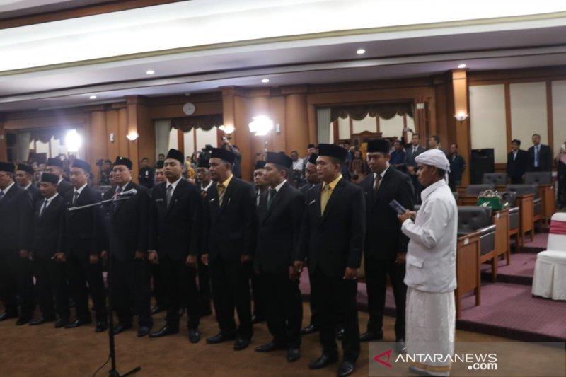Meski terjerat kasus hukum, legislator Partai Nasdem ini tetap dilantik