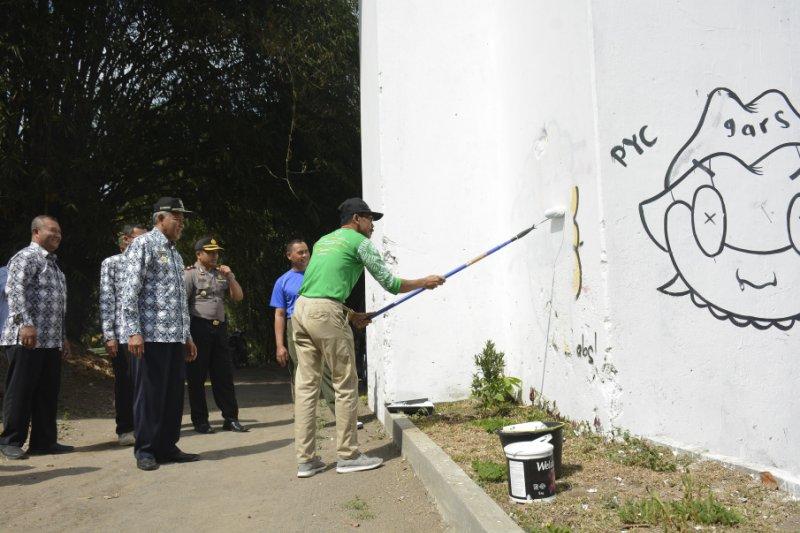 Disbud Sleman memasang papan nama di BCB untuk antisipasi vandalisme