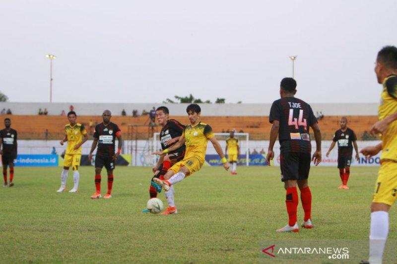 Liga 1 -- Persipura taklukkan Barito Putera 4-0 di Martapura