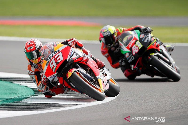 Sisihkan Rossi, Marquez rebut pole position di Silverstone