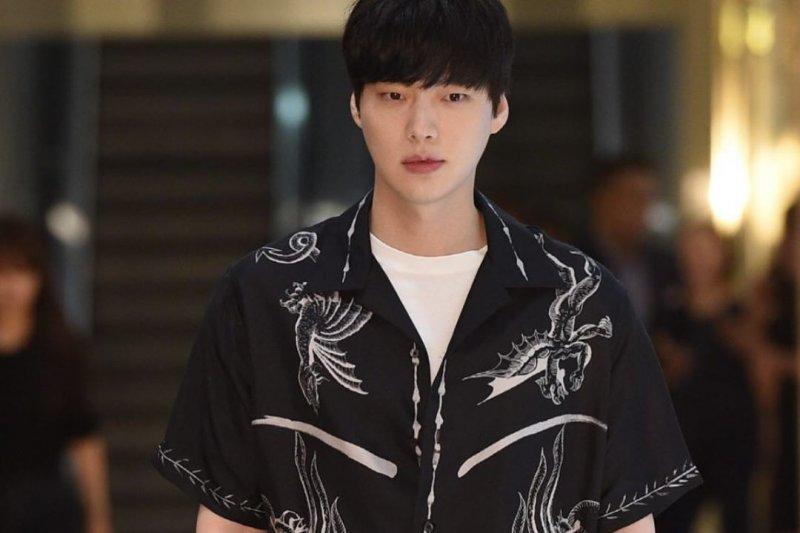 Menghilangnya foto AHN Jae-hyun dari sejumlah label fesyen