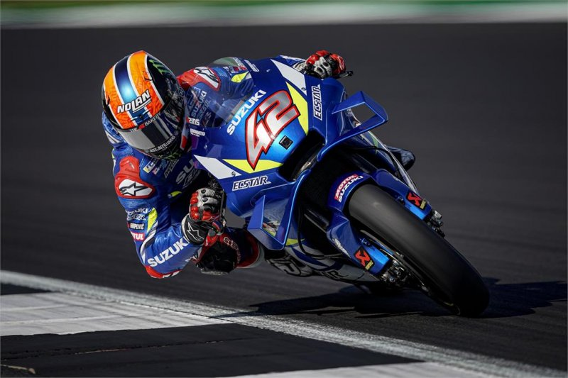 Rins juara di Silverstone usai salip Marquez di tikungan terakhir