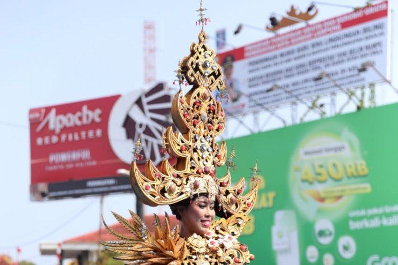 """Parade """"Lampung Culture and Tapis Carnival"""" berlangsung meriah"""