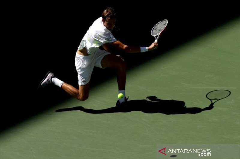 Daniil Medvedev juarai St Petersburg Open