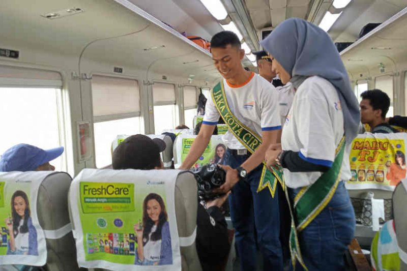 Jaka dan Rara Kota Cirebon promosikan wisata di KA Argo Cheribon