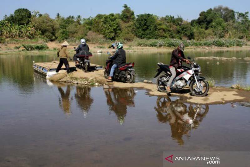 Manfaatkan penyusutan air sungai