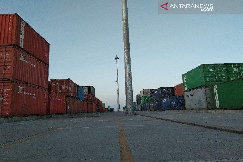 Pelindo IV Kendari bongkar 12 blok kontainer per bulan