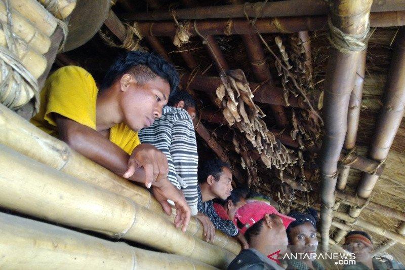 Lembaga Adat Kampung Ratenggaro berdayakan warga sadar wisata berbasis tradisi