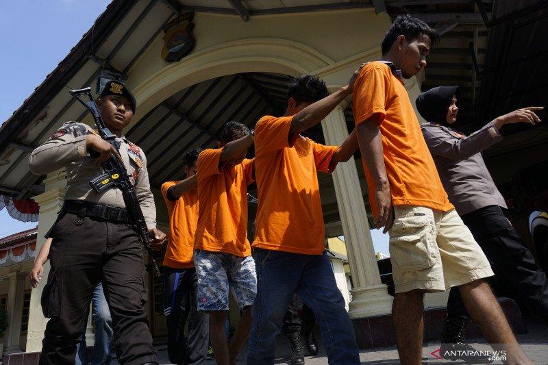 Polisi mengungkap sindikat pencurian dari IMEI ponsel korban