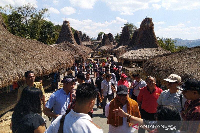 Kelola wisata kampung adat pemerintah desa di Sumba Barat menggunakan Dana Desa
