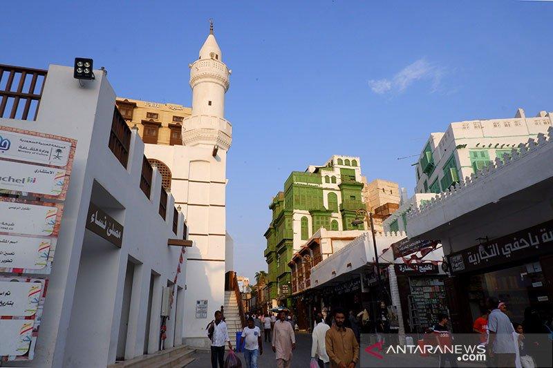 Arab Saudi karantina Jeddah dan perpanjang jam malam