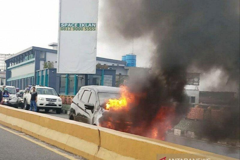 Xpander terbakar di Pekanbaru, seorang bayi selamat