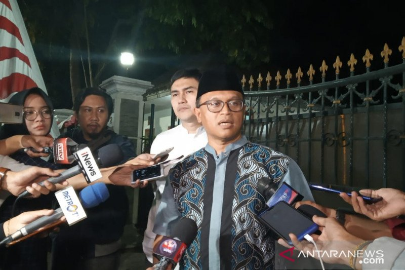 Jenazah ibunda SBY disemayamkan di  Pendopo Puri Cikeas Sabtu pagi