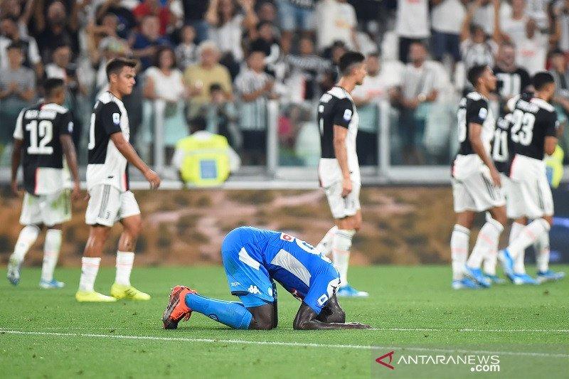 Gol bunuh diri untungkan Juventus atasi Napoli 4-3