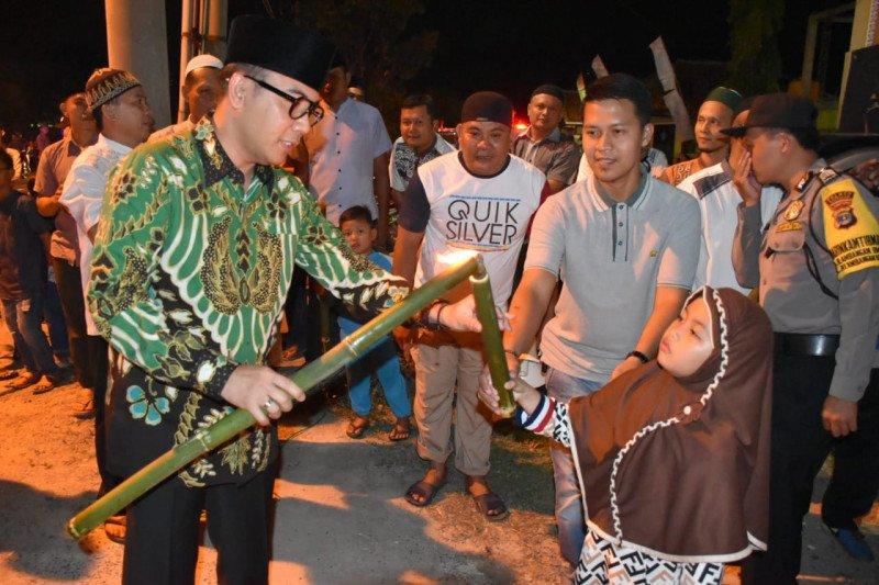 Bupati Waykanan lepas pawai obor peringatan Tahun Baru Islam