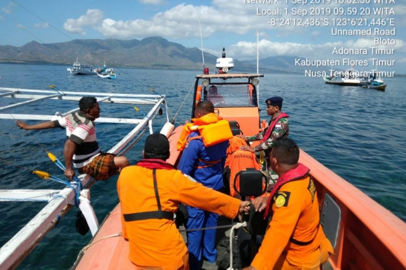 SAR Maumere mencari nelayan hilang di Flores Timur