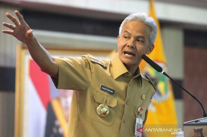Gubernur Jawa Tengah Ganjar Pranowo siap pakai mobil Esemka untuk mobil dinas