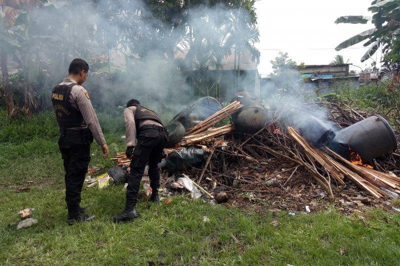 Polisi Mimika gerebek lokasi pembuatan minuman beralkohol