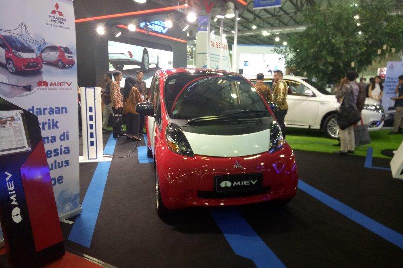 Puluhan ragam kendaraan listrik dipamerkan