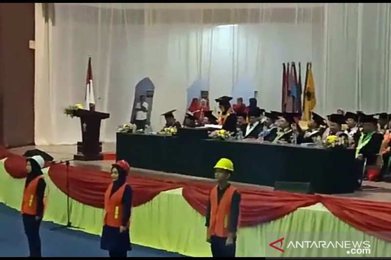 Tampil Safety Induction di Wisuda Unhas