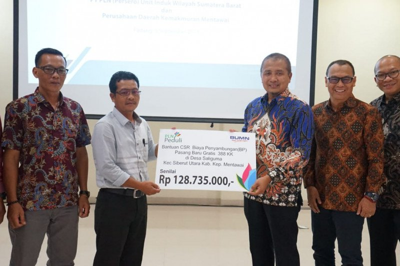 PLN UIW Sumbar salurkan CSR peduli ke Mentawai, gratiskan pasang baru