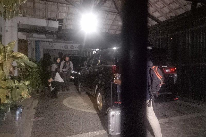 KPK geledah rumah pribadi Bupati Muara Enim selama lima jam