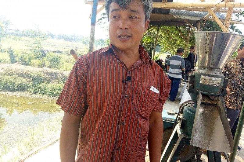 Pembudidaya ikan Sleman membuktikan produksi pakan mandiri dongkrak keuntungan