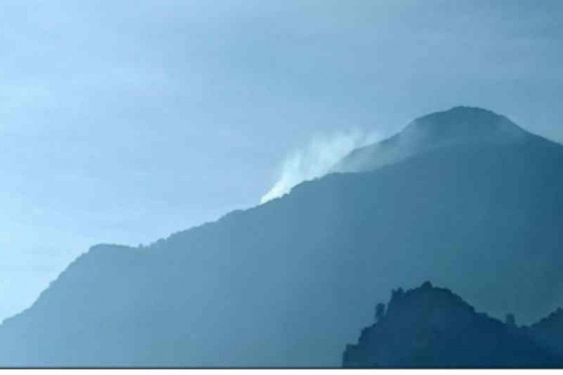 Kawasan puncak Gunung Ciremai kembali terbakar