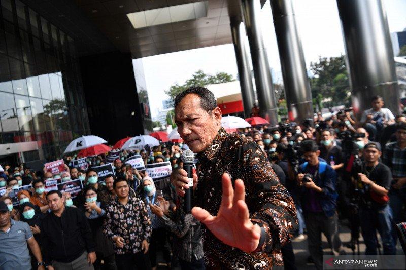 DPR duga Saut Situmorang mundur karena gagal jegal Firli