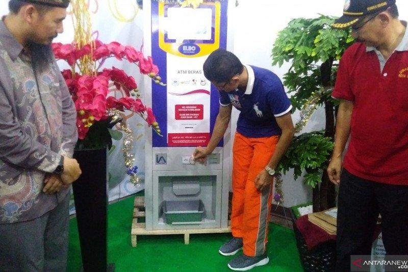 Ada ATM beras di Padang, ditempel kartu keluar beras