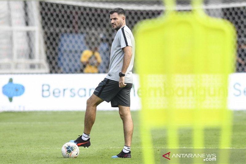 Simon tegaskan dirinya masih layak latih timnas Indonesia