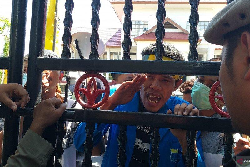PMII Manado demo menolak kenaikan iuran BPJS Kesehatan