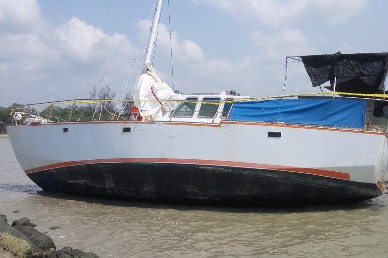 Penumpang kapal terdampar di perairan Lampung Timur diduga WNA